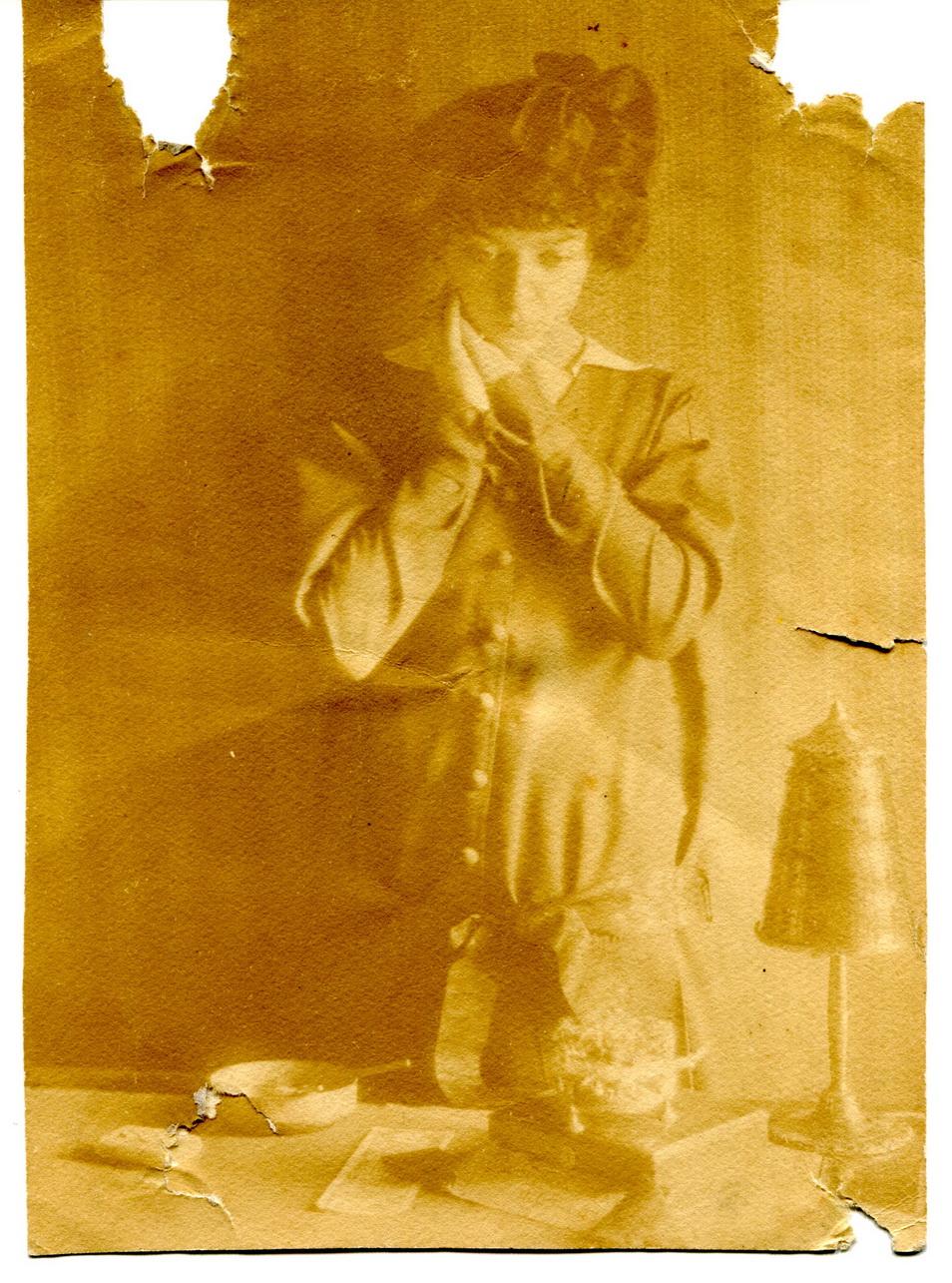 Fotos Tamary Duvan, który Józef Sulimowicz otrzymał od Borysa Kokenaja. Nie wiadomo, z jakiego filmu czy spektaklu pochodzi.