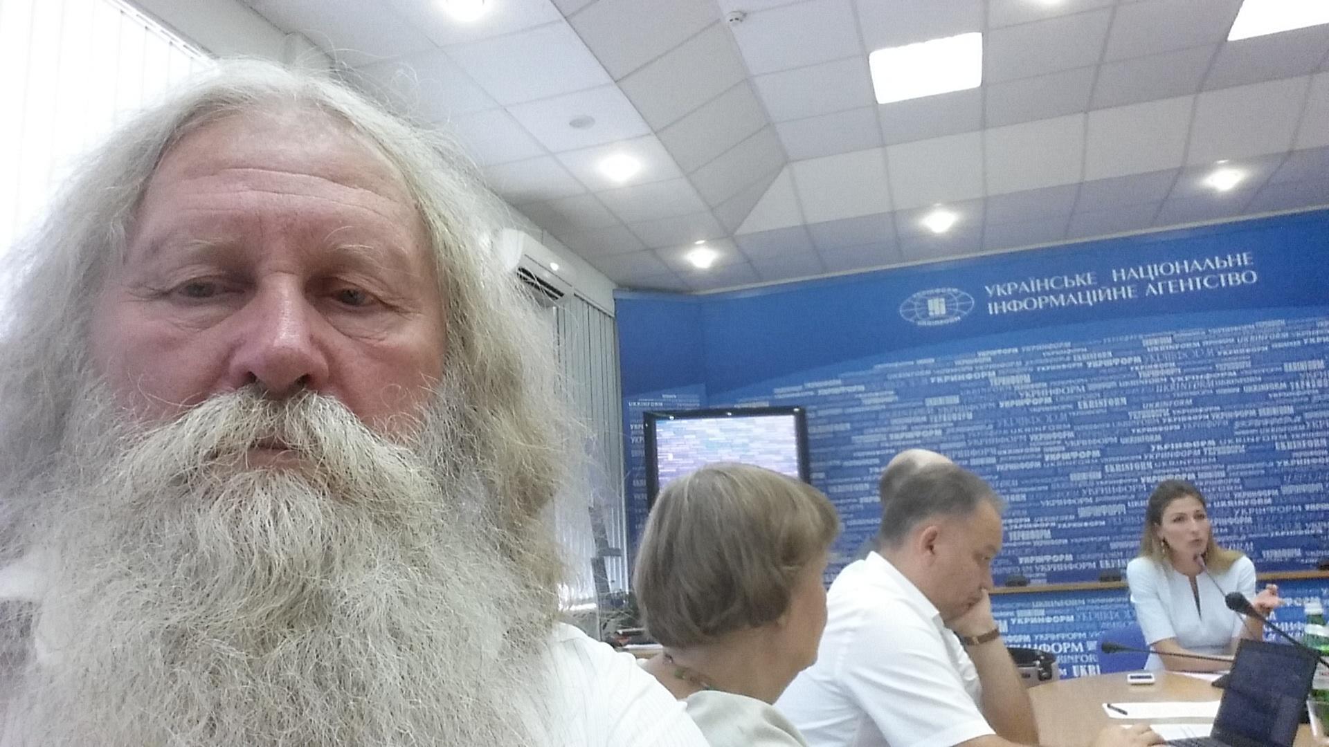 Swoimi doświadczeniami z przekraczania granic i cennymi praktycznymi wskazówkami dzieli się Wiaczesław Lebiediew, dziennikarz, członek karaimskiej społeczności Symferopola.