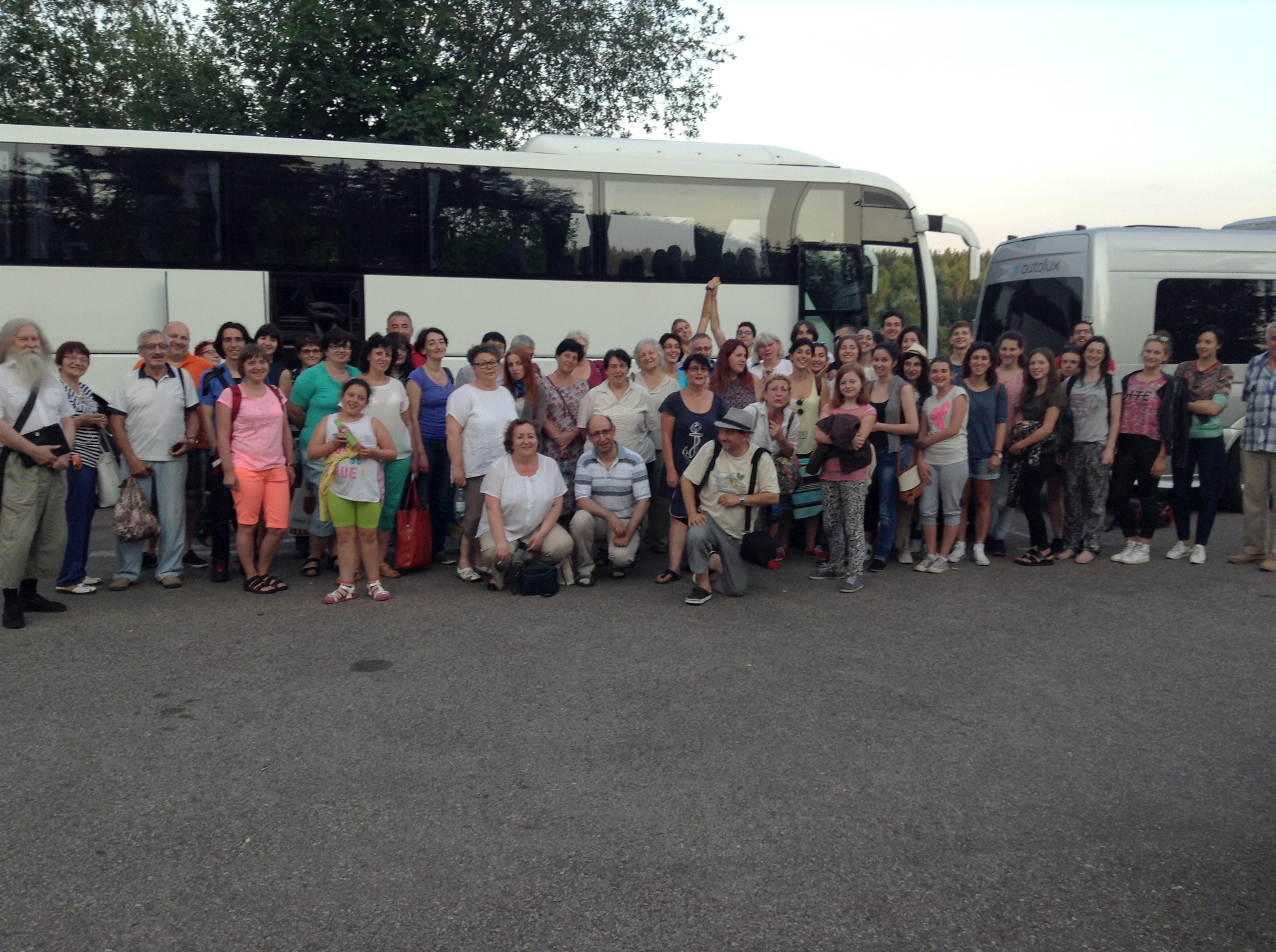 Uczestnicy wycieczki tradycyjnie zebrali się na parkingu przy Kiubėtė, skąd dwoma pojazdami wyruszono do Moletai.